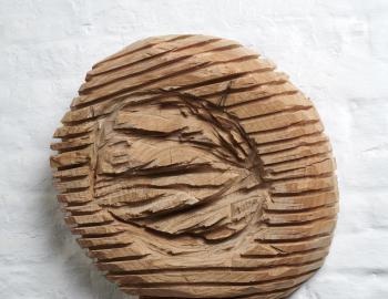 Sans titre, 2019, cèdre, ht: 45 cm, épaisseur: 13 cm, Annabelle Hyvrier sculpture