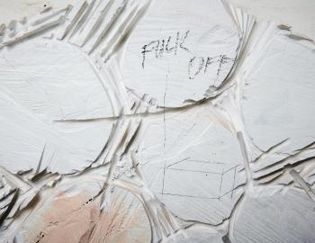 Fuck off 2, série les primitives, 2020, cedar, paint, L: 81x 53m